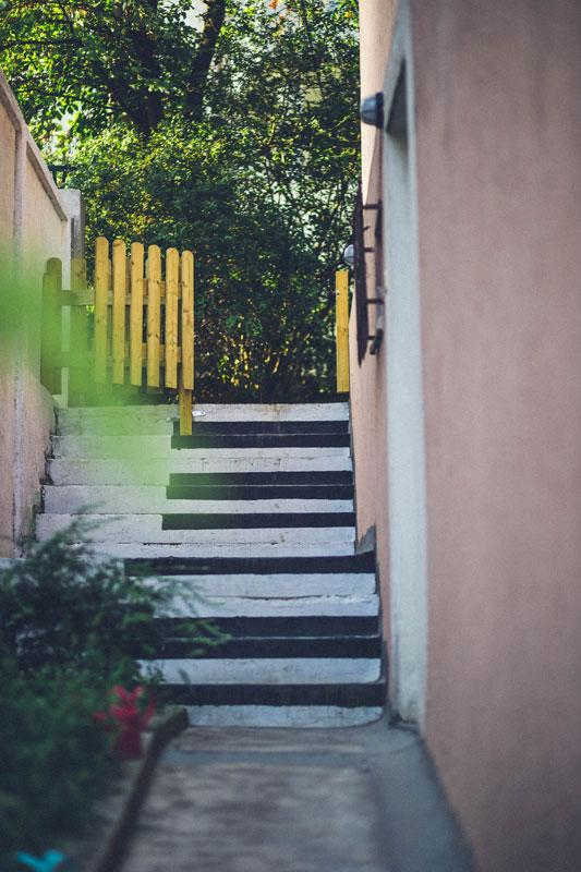 Stepenice igraonice sa dvoristem